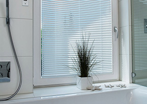 venetian blinds feature